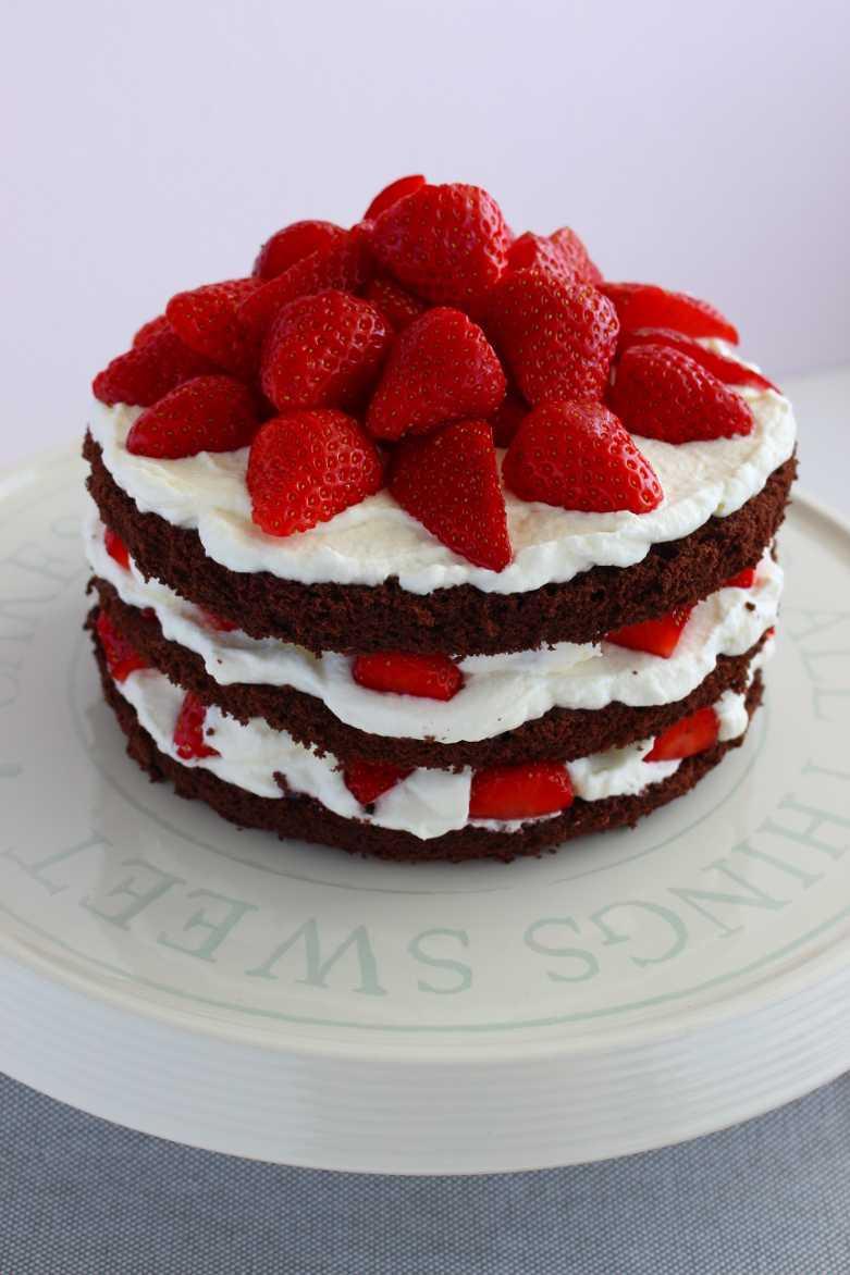 Minitorte mit Erdbeeren und Schoko
